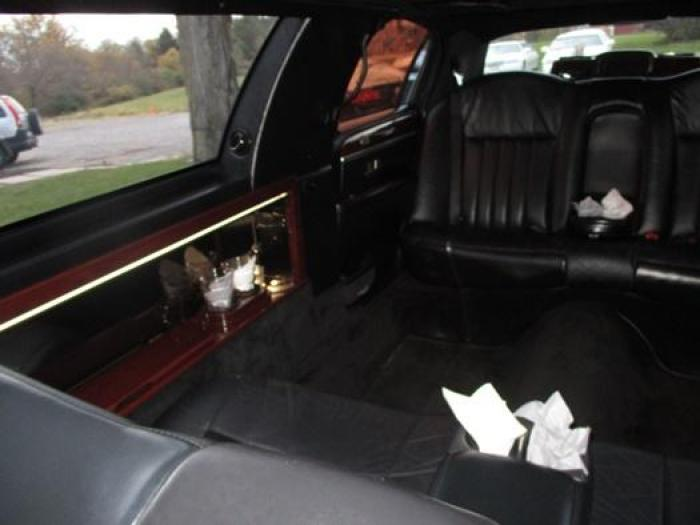 http://www.ohiolimo.com/autos/2004-Lincoln-Town-Car-Bellefontaine-OH-10219 - Photo #12