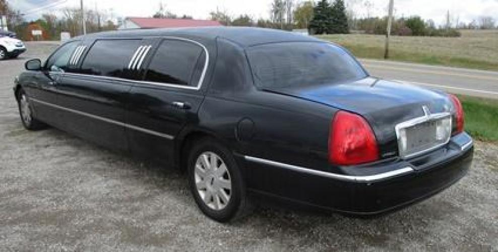 http://www.ohiolimo.com/autos/2004-Lincoln-Town-Car-Bellefontaine-OH-10219 - Photo #1