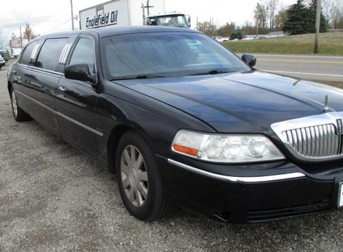 http://www.ohiolimo.com/autos/2004-Lincoln-Town-Car-Bellefontaine-OH-10219 - Photo #2