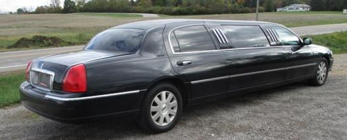 http://www.ohiolimo.com/autos/2004-Lincoln-Town-Car-Bellefontaine-OH-10219 - Photo #3