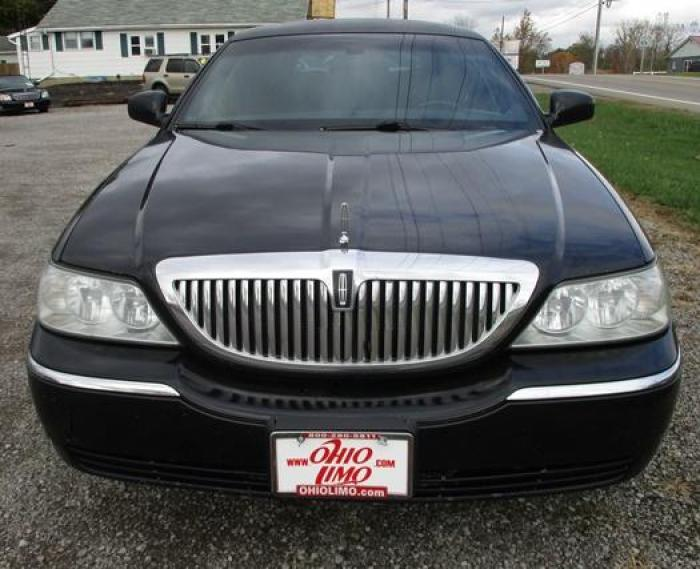 http://www.ohiolimo.com/autos/2004-Lincoln-Town-Car-Bellefontaine-OH-10219 - Photo #4