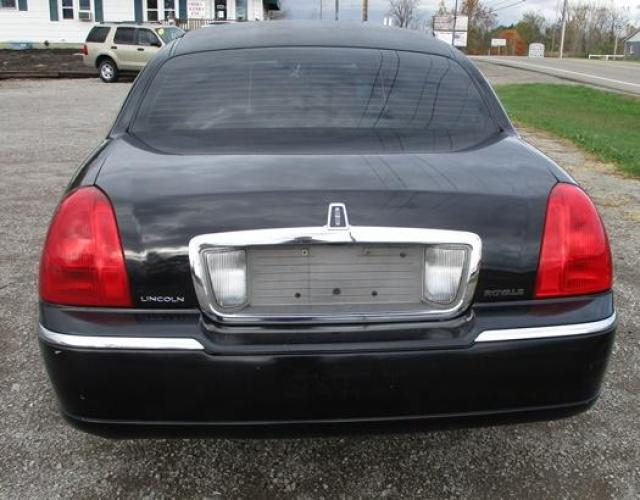http://www.ohiolimo.com/autos/2004-Lincoln-Town-Car-Bellefontaine-OH-10219 - Photo #5