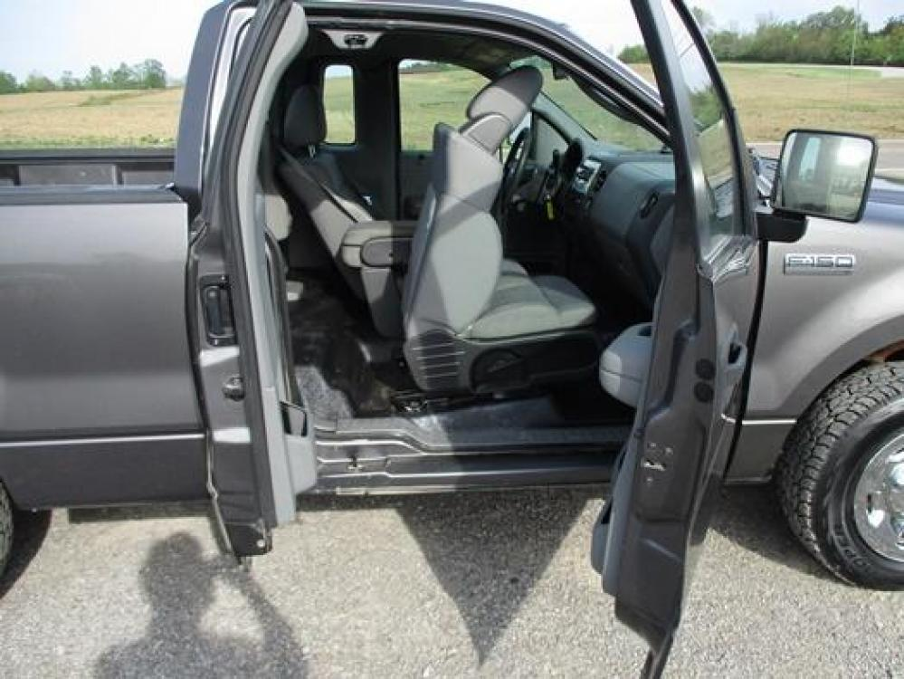 2008 Gray /Gray Ford F-150 (1FTRF12288K) with an 4.2L V6 OHV 12V engine, located at 1725 US-68 N, Bellefontaine, OH, 43311, (937) 592-5466, 40.387783, -83.752388 - Photo #13