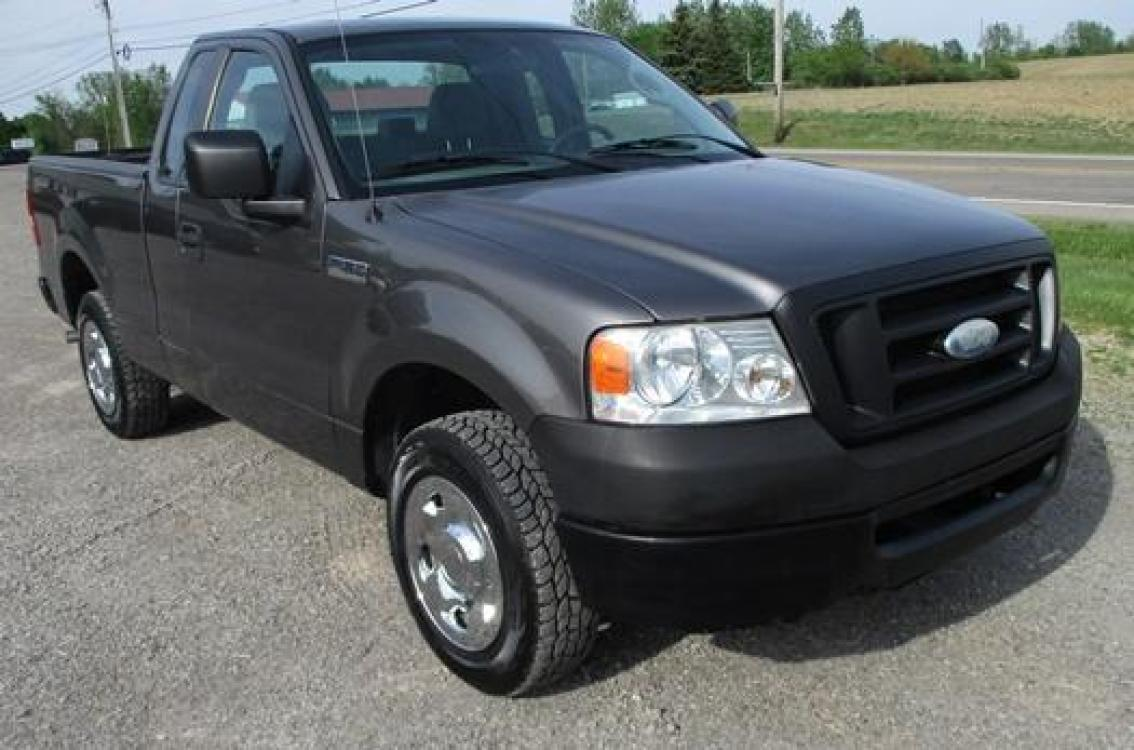 2008 Gray /Gray Ford F-150 (1FTRF12288K) with an 4.2L V6 OHV 12V engine, located at 1725 US-68 N, Bellefontaine, OH, 43311, (937) 592-5466, 40.387783, -83.752388 - Photo #3