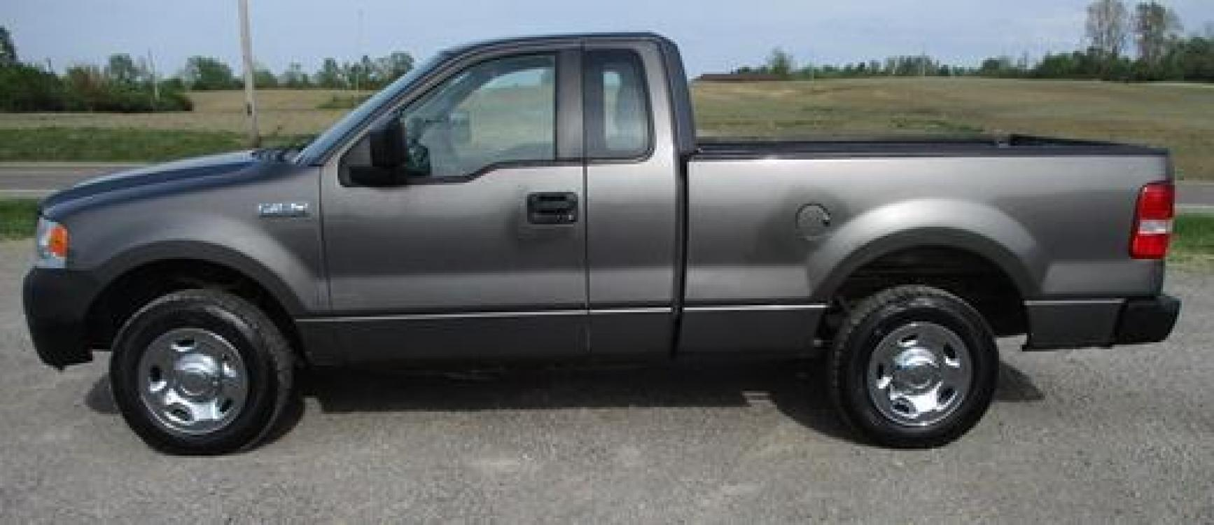 2008 Gray /Gray Ford F-150 (1FTRF12288K) with an 4.2L V6 OHV 12V engine, located at 1725 US-68 N, Bellefontaine, OH, 43311, (937) 592-5466, 40.387783, -83.752388 - Photo #4