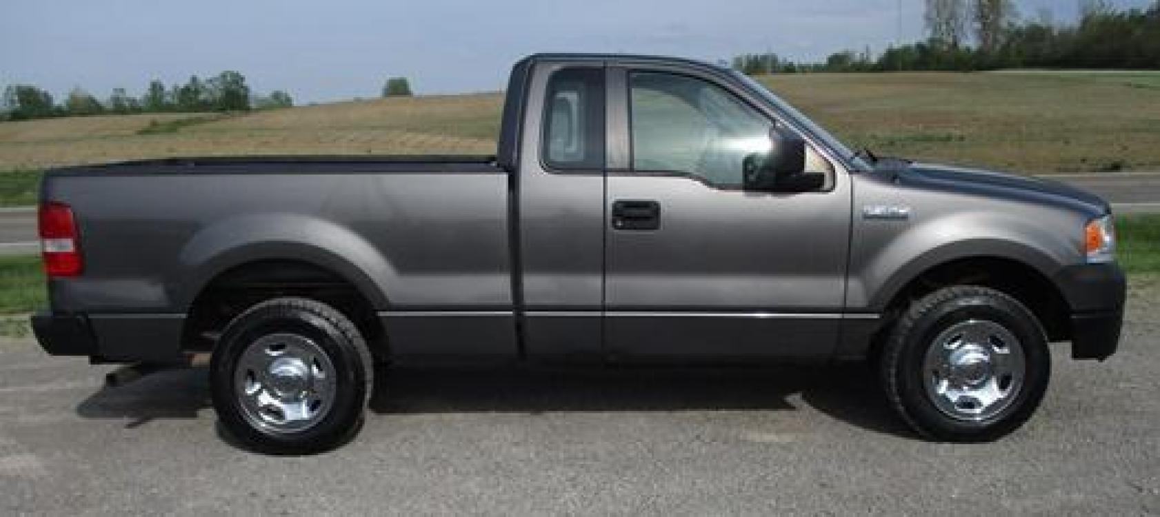 2008 Gray /Gray Ford F-150 (1FTRF12288K) with an 4.2L V6 OHV 12V engine, located at 1725 US-68 N, Bellefontaine, OH, 43311, (937) 592-5466, 40.387783, -83.752388 - Photo #5