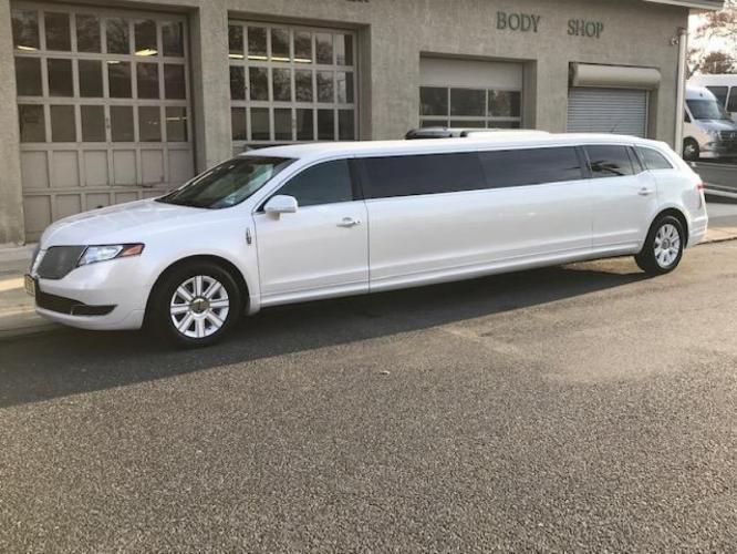 "2015 Lincoln MKT Wedding Edition 120"" 5 door"