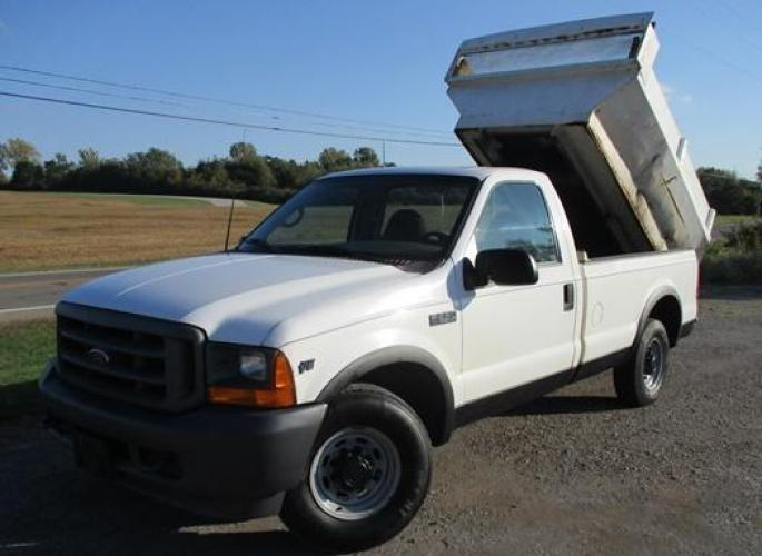 2001 White /Gray Ford F-250 (1FTNF20L11E) with an V8, 5.4L (330 CID); SOHC 16V; EFI engine, located at 1725 US-68 N, Bellefontaine, OH, 43311, (937) 592-5466, 40.387783, -83.752388 - Photo #0