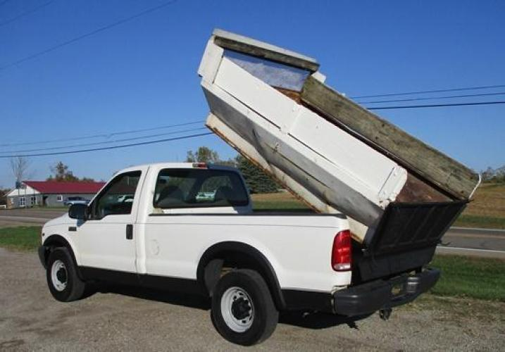 2001 White /Gray Ford F-250 (1FTNF20L11E) with an V8, 5.4L (330 CID); SOHC 16V; EFI engine, located at 1725 US-68 N, Bellefontaine, OH, 43311, (937) 592-5466, 40.387783, -83.752388 - Photo #10