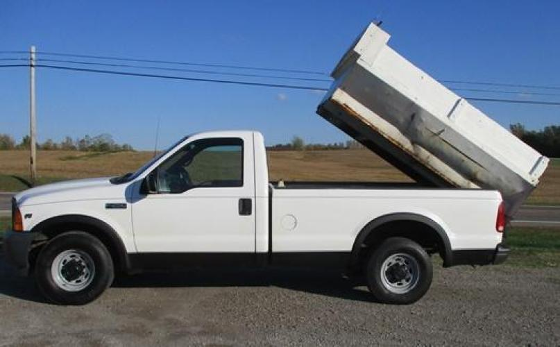 2001 White /Gray Ford F-250 (1FTNF20L11E) with an V8, 5.4L (330 CID); SOHC 16V; EFI engine, located at 1725 US-68 N, Bellefontaine, OH, 43311, (937) 592-5466, 40.387783, -83.752388 - Photo #1
