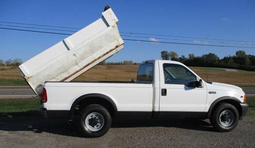 2001 White /Gray Ford F-250 (1FTNF20L11E) with an V8, 5.4L (330 CID); SOHC 16V; EFI engine, located at 1725 US-68 N, Bellefontaine, OH, 43311, (937) 592-5466, 40.387783, -83.752388 - Photo #2