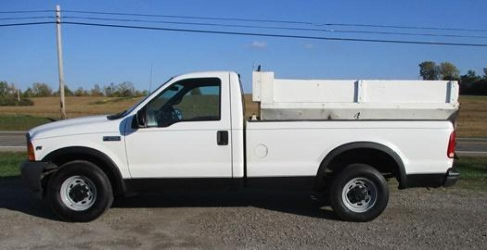 2001 White /Gray Ford F-250 (1FTNF20L11E) with an V8, 5.4L (330 CID); SOHC 16V; EFI engine, located at 1725 US-68 N, Bellefontaine, OH, 43311, (937) 592-5466, 40.387783, -83.752388 - Photo #6