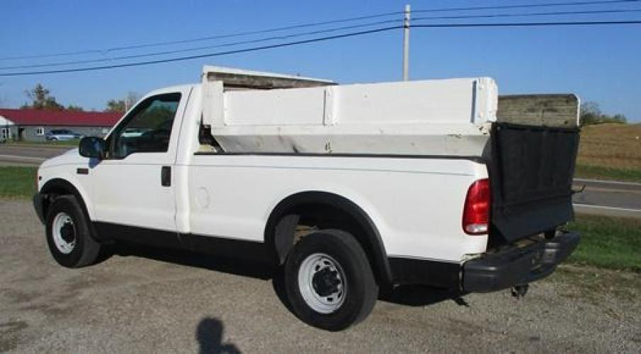 2001 White /Gray Ford F-250 (1FTNF20L11E) with an V8, 5.4L (330 CID); SOHC 16V; EFI engine, located at 1725 US-68 N, Bellefontaine, OH, 43311, (937) 592-5466, 40.387783, -83.752388 - Photo #7
