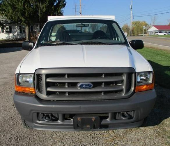 2001 White /Gray Ford F-250 (1FTNF20L11E) with an V8, 5.4L (330 CID); SOHC 16V; EFI engine, located at 1725 US-68 N, Bellefontaine, OH, 43311, (937) 592-5466, 40.387783, -83.752388 - Photo #8